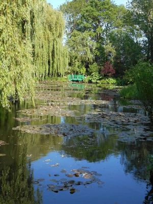Giverny bridge pond